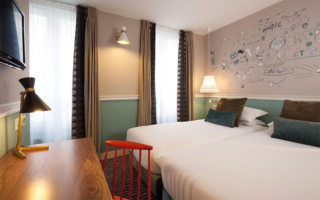 des chambres d h tel paris hotel des 3 poussins site officiel. Black Bedroom Furniture Sets. Home Design Ideas